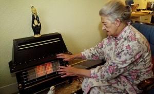 """""""Old lady keeps warm"""". Energifattigdom i Storbritannien."""